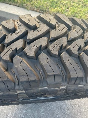 Toyo M/T Open Country 285/70 17 full