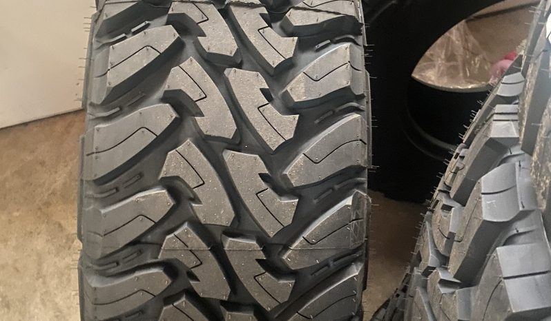 Toyo open country MT 295/70/17 (1 tire only) full
